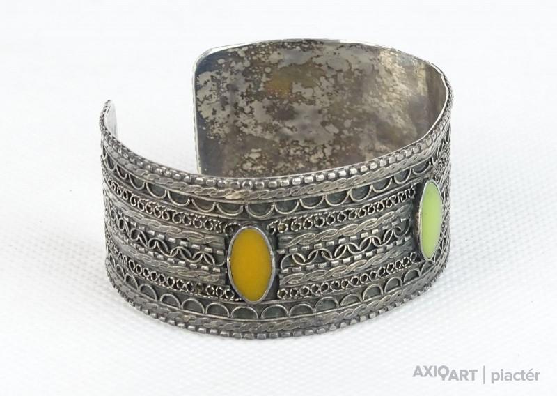 3863f622bfe6 [0S502/X048] Régi, jelzett, orosz ezüst karperec. Felülete gazdagon  díszített, filigránozott. Benne három darab színes kő díszítéssel.